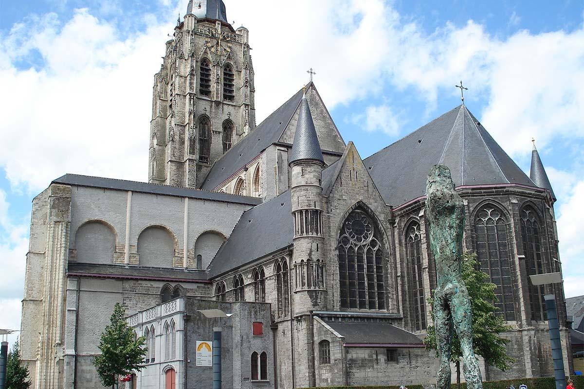 Jezuiëtenplein 21 - Sint-Walburgakerk